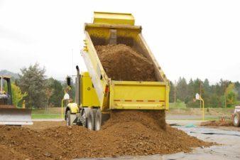 Oldja meg egyszerűen a sóder, a homok, a kavics, a murva és a termőföld kiszállítását!