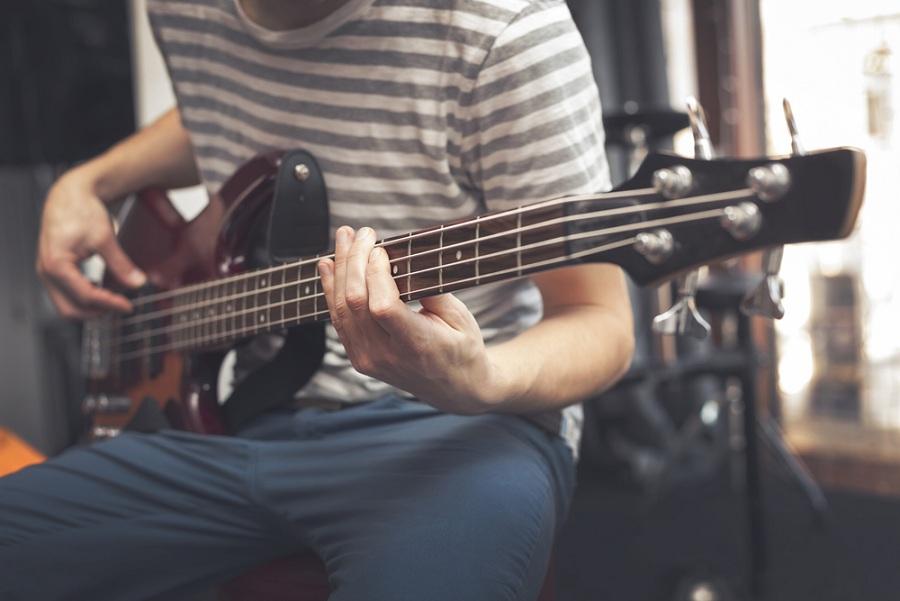 Szerelje fel kedvenc hangszerét hosszú élettartamú basszusgitár húrokkal!