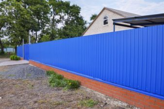 Használjon a kerítés építéséhez T14 trapézlemezt!