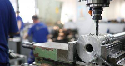 Használjon a munkadarabok méretének és súlyának megfelelő vízszintes fúró-maróműveket!