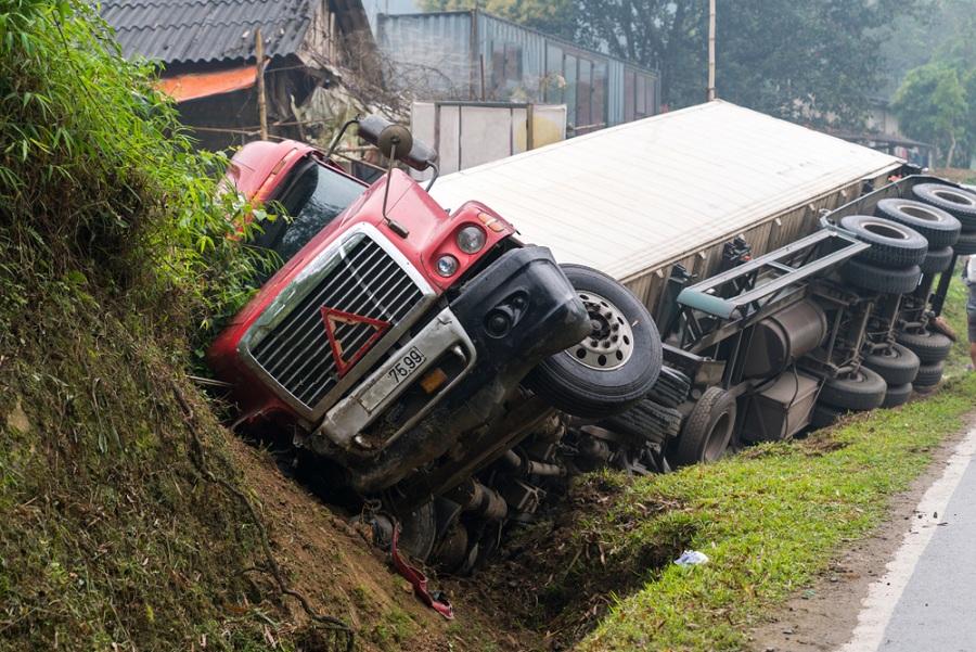 Hova fordulhatunk kamionmentés céljából?