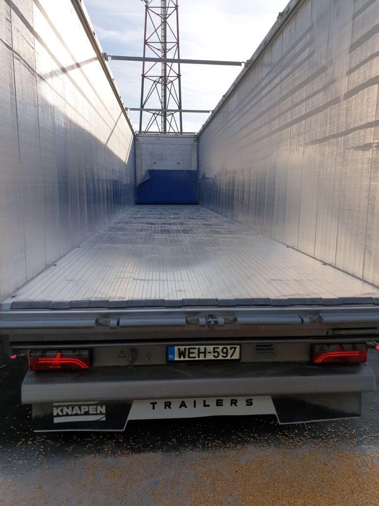 Mozgópadlós fuvarozás a professzionális ömlesztett áru szállításért